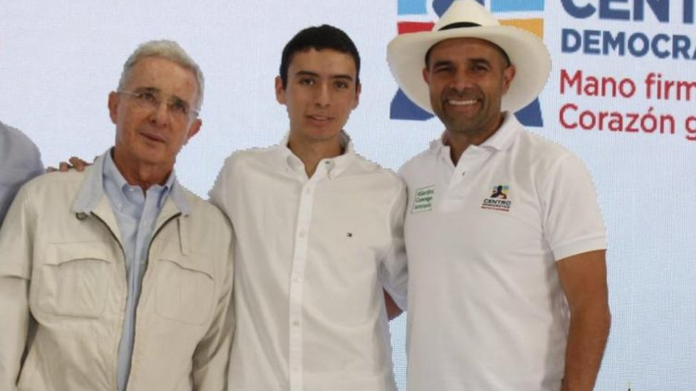 Juan Sebastián Rey poses for a photo with Álvaro Uribe