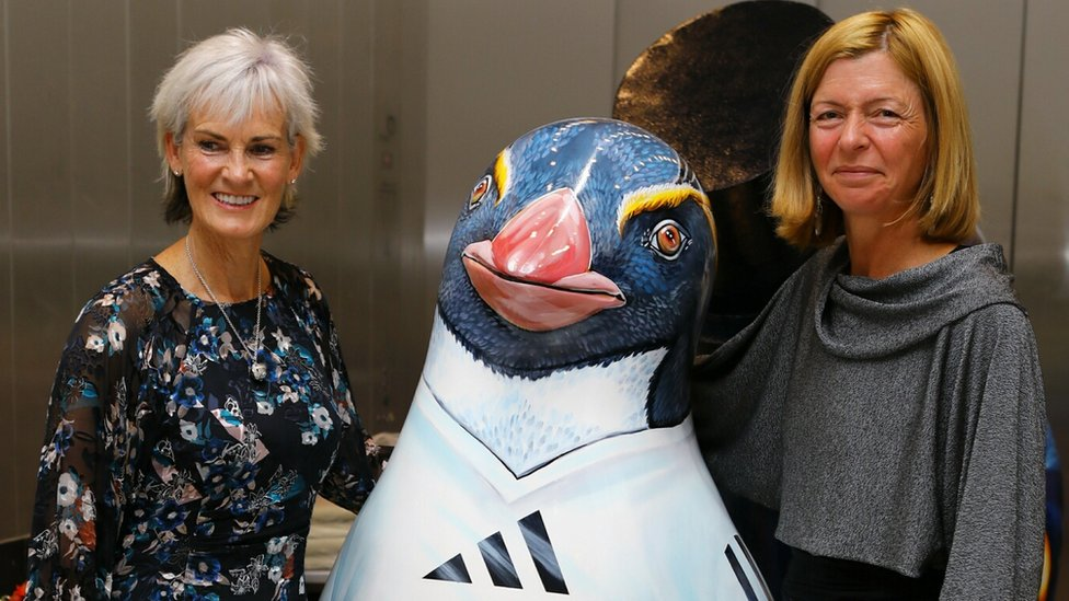 Judy Murray buys Andy-themed penguin at Dundee auction