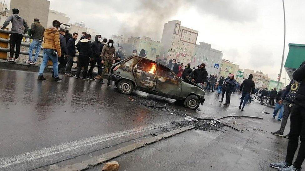 الاحتجاجات خرجت في طهران في نوفمبر/تشرين الثاني الماضي احتجاجا على ارتفاع أسعار الوقود