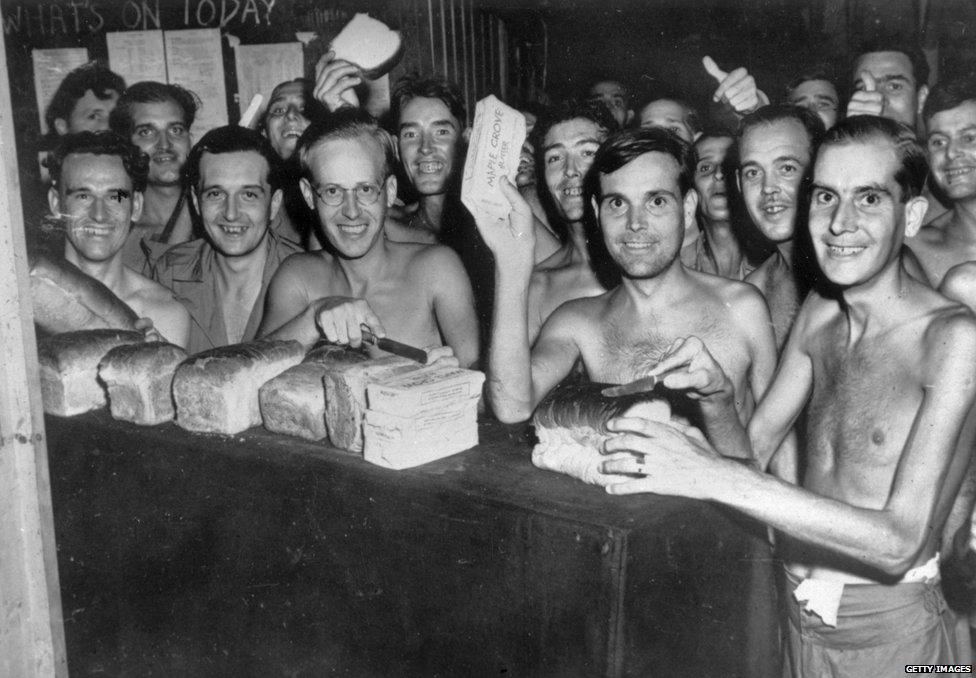 1945年戰爭結束後,被羈押在台灣的日本戰俘營內的盟軍士兵獲得解放。