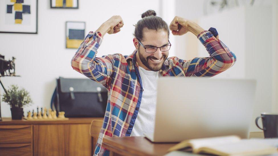 Dá para ser promovido no emprego mesmo trabalhando de casa?