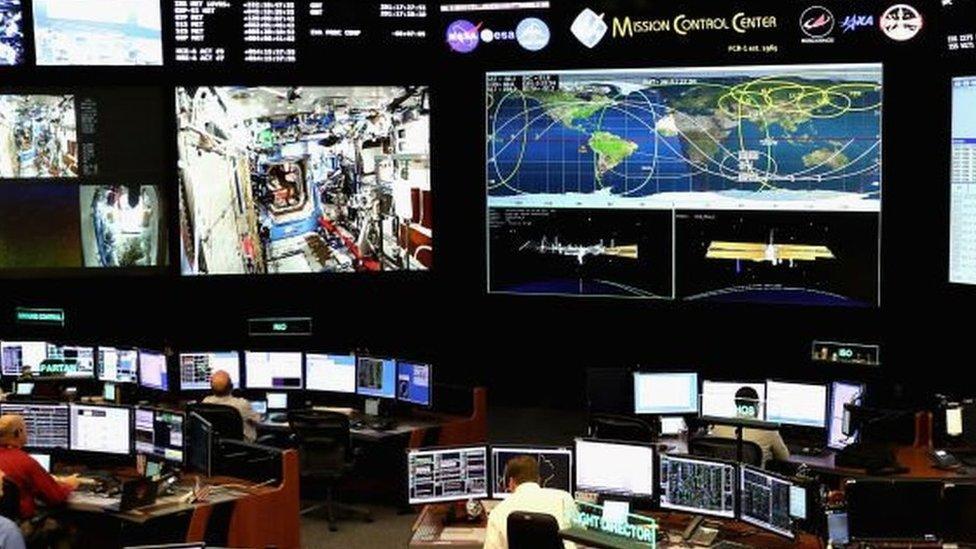غرفة مراقبة مهام ناسا الفضائية