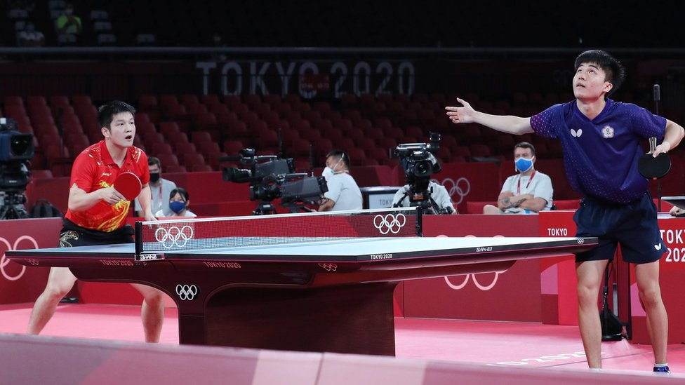 """an Zhendong of China (L) in action against Lin Yun Ju of Chinese Taipei (R) during the Table Tennis Men""""s Singles Semifinal of the Tokyo 2020 Olympic Games at the Tokyo Metropolitan Gymnasium arena in Tokyo, Japan, 29 July 2021"""