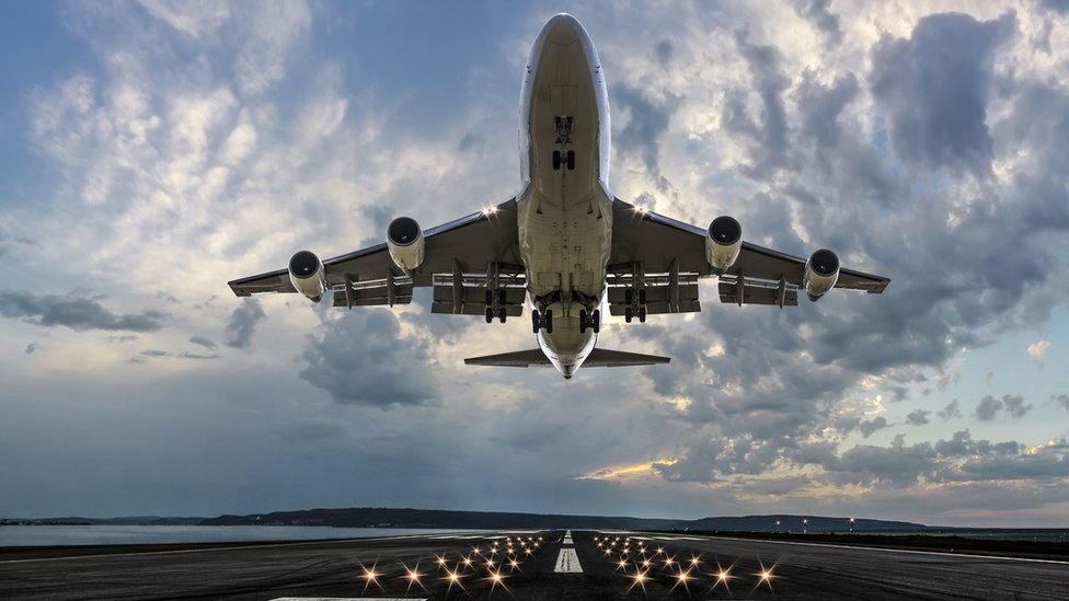 Avión despegando.