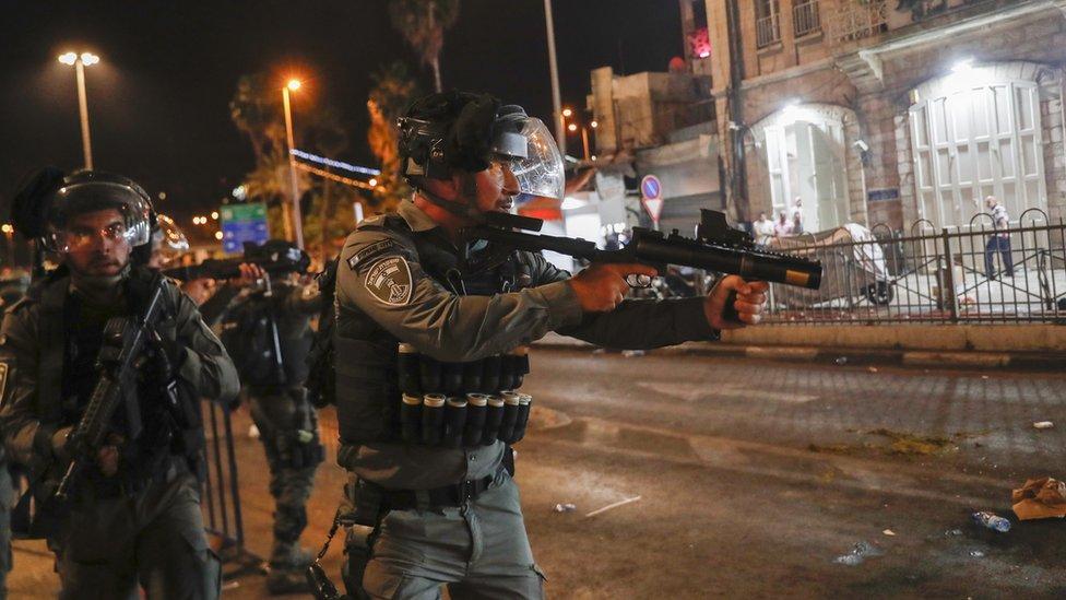 ضباط إسرائيليون أثناء المواجهات بالقدس