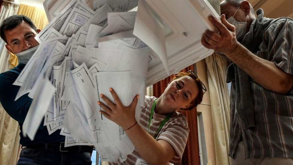 Election officials empty bulletins from a voting box at a polling station in Moscow, Russia. Photo: 1 July 2020