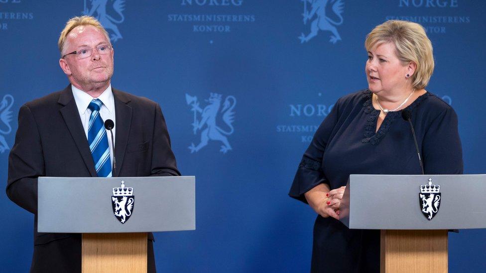 يحتل ساندبرغ أيضا منصب نائب رئيس حزب التقدم المعادي للهجرة، والشريك في الائتلاف الحاكم في البلاد.