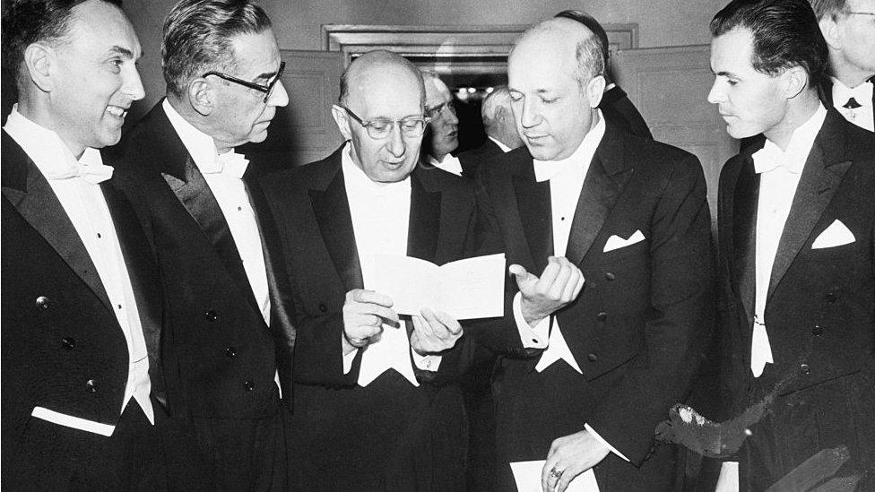 Ivo Andrić sa drugim nobelovcima u Stokholmu 26. oktobra 1961.