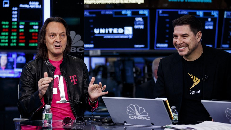 Los directores ejecutivos de T-Mobile y Sprint, John Legere y Marcelo Claure, respectivamente, anunciaron su acuerdo de fusión.