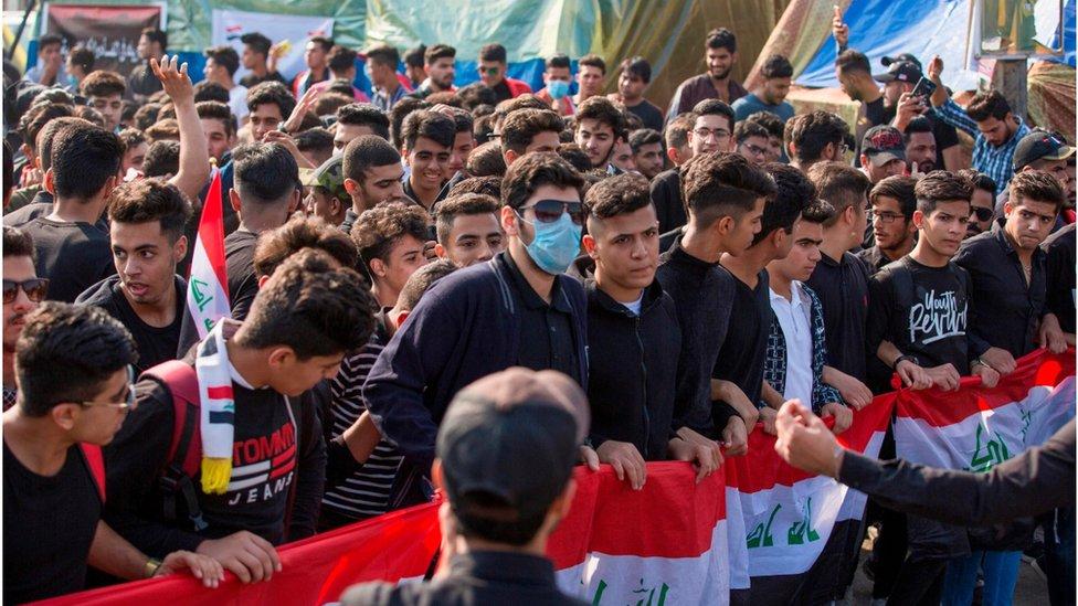 Estudiantes protestan en Basra, Irak