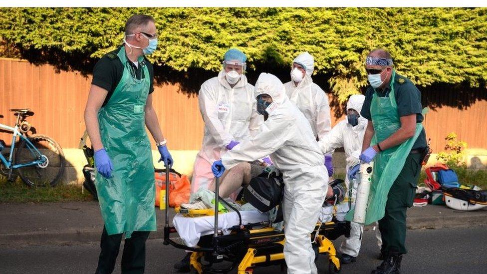 醫務工作者依賴塑料製成的防護用品應對新冠疫情。