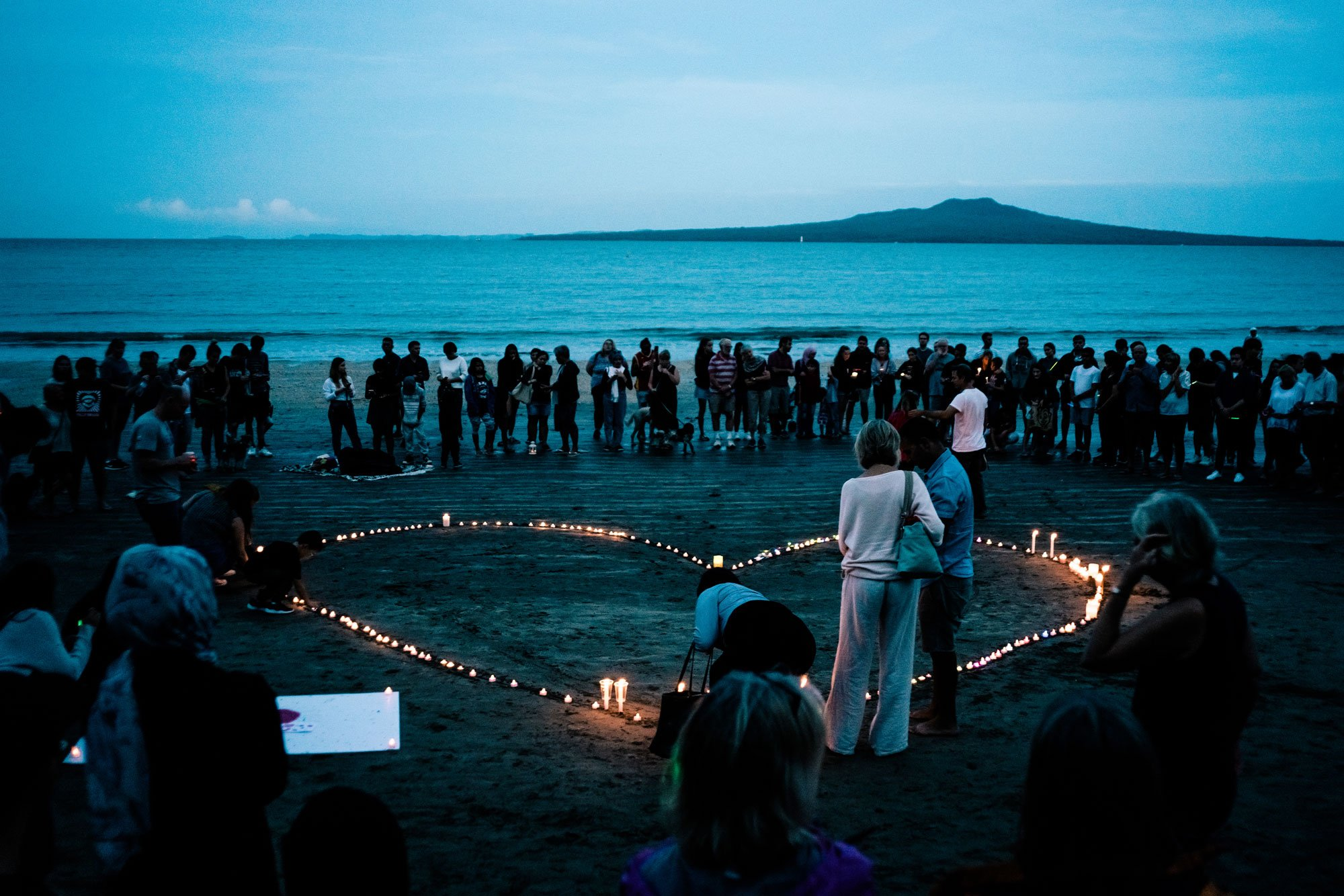 تجمع جماهيري عند ساحل تاكابونا في نيوزيلندا لاستذكار ضحايا الهجمات التي استهدفت مساجد في كرايستشيرش