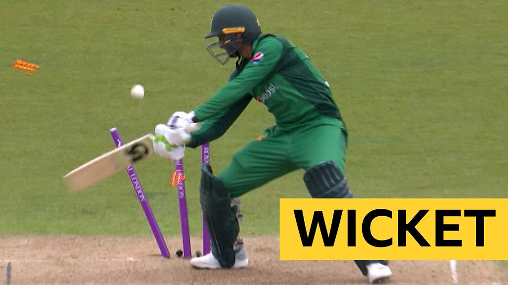 England v Pakistan: Shoaib Malik out hit wicket