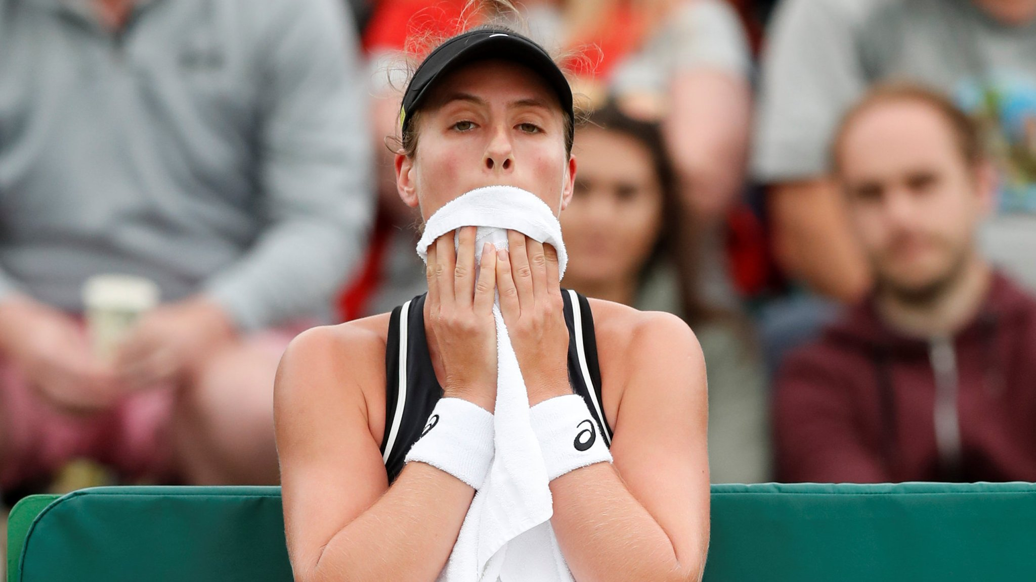 Nature Valley Open: Angry Johanna Konta loses in Nottingham final