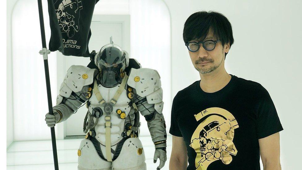 Hideo Kojima en su estudio en Tokyo.