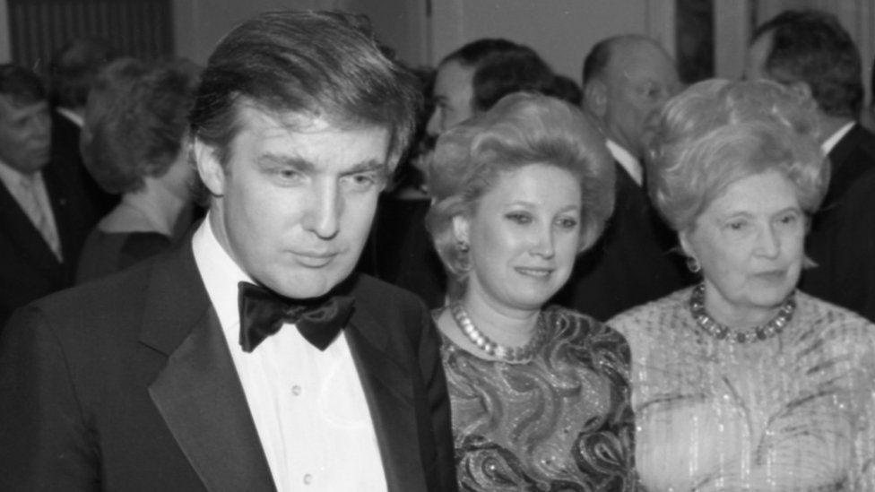 Donald Trump junto a su hermana y su madre.