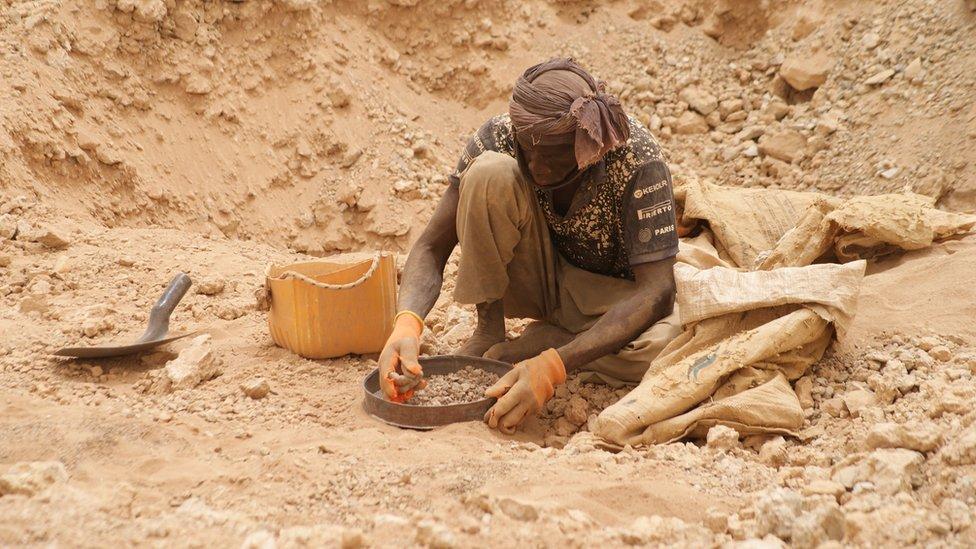 الشيخ مولاي – منقب عن الذهب