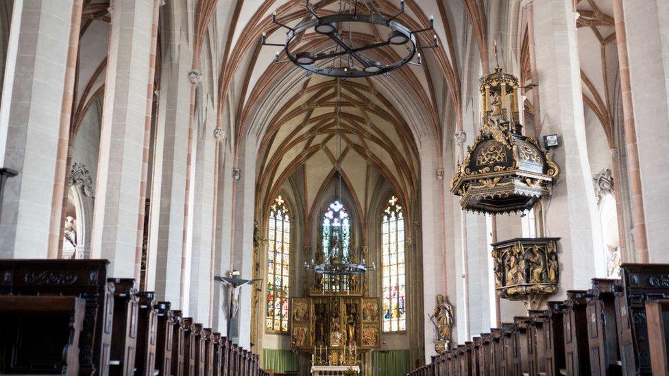 La Iglesia de San Esteban, construida en el siglo XV, fue donde Hitler fue bautizado.