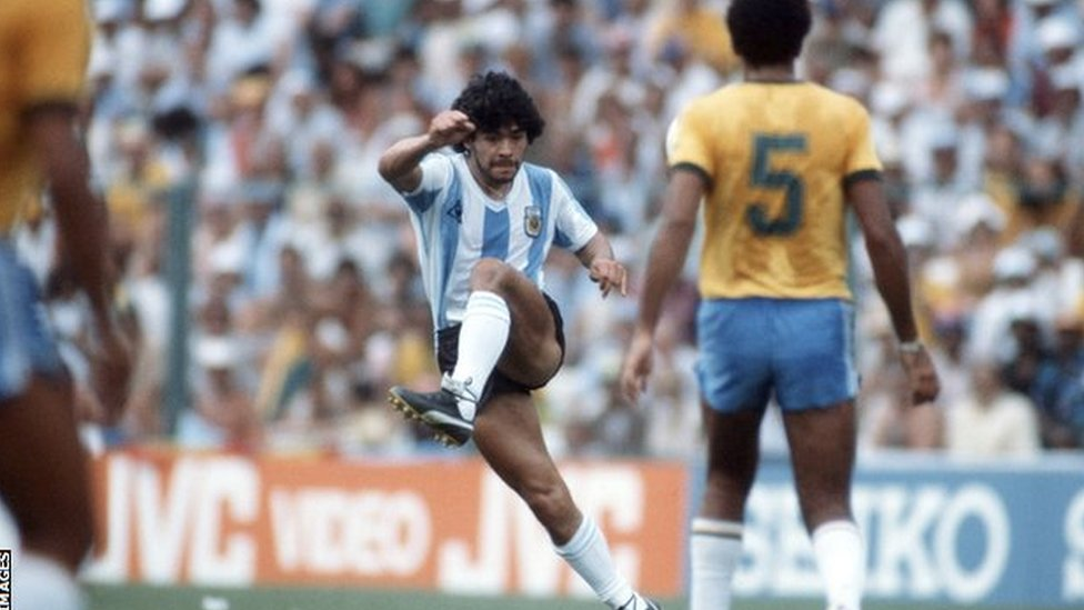 دييغو مارادونا عام 1982