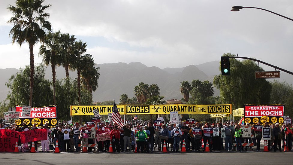 Protesta contra los Koch.