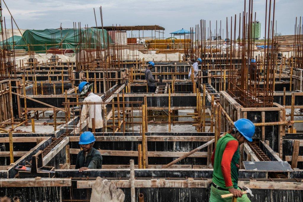 Obreros en una construcción en Hulhumalé