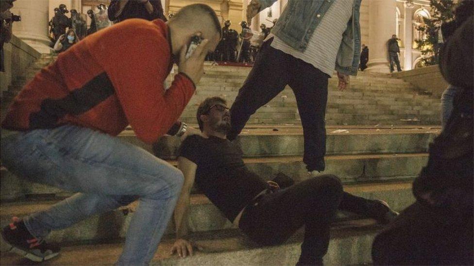Sukob demonstranata i policije ispred Skupštine Srbije 7. jul 2020.