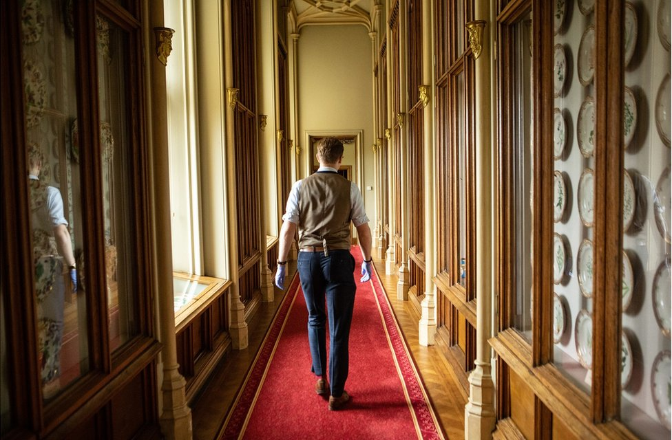 Fjodor walks down a long corridor at Windsor Castle