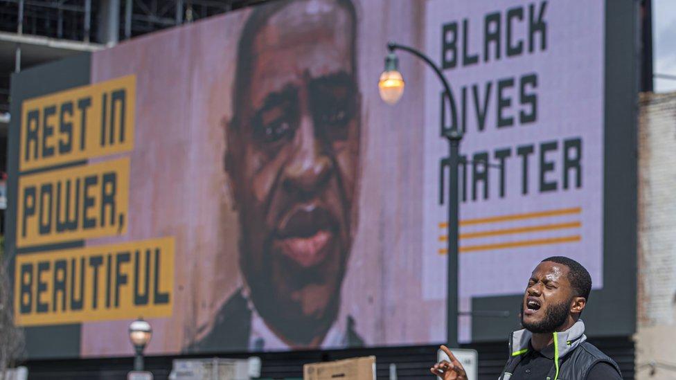 Cartel de Black Lives Matter con el rostro de George Floyd