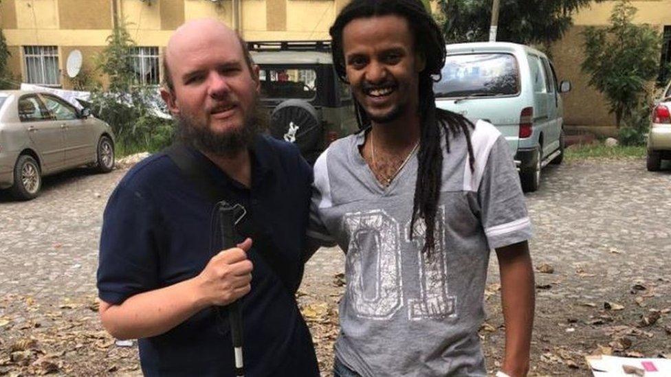 Džajls sa lokalcem iz Etiopije