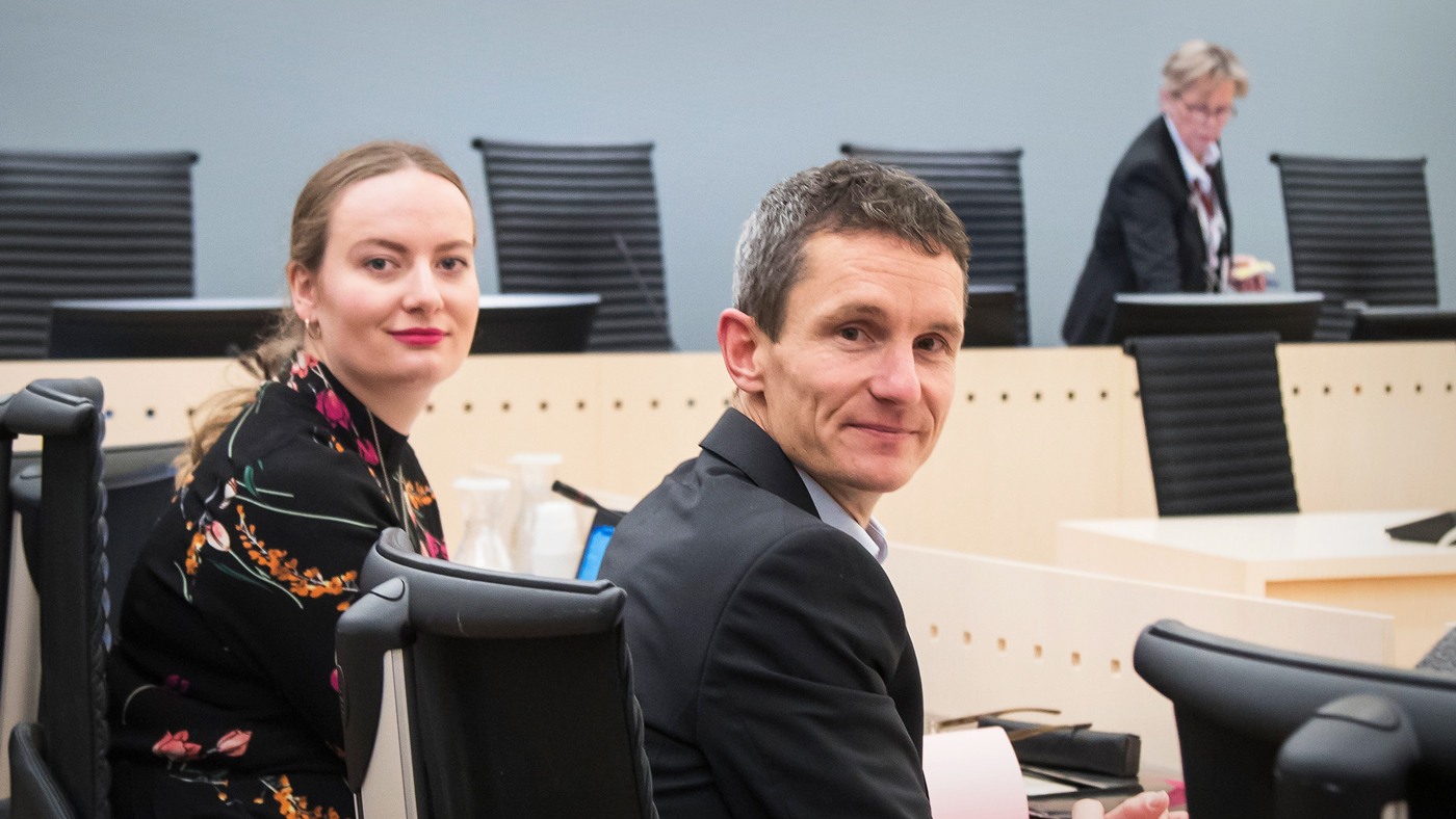 Nature and Youth's Ingrid Skjoldvaer (L) and the head of Greenpeace Norway, Truls Gulowsen, in an Oslo courtroom, 2017