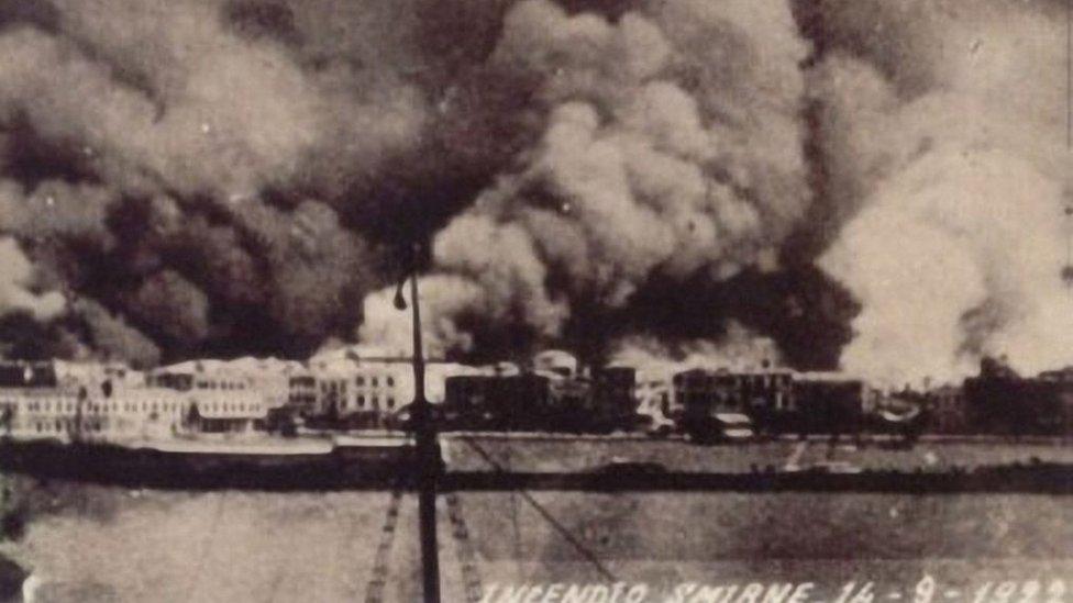 La ciudad de Esmirna bajo las llamas el 14 de septiembre de 1922.
