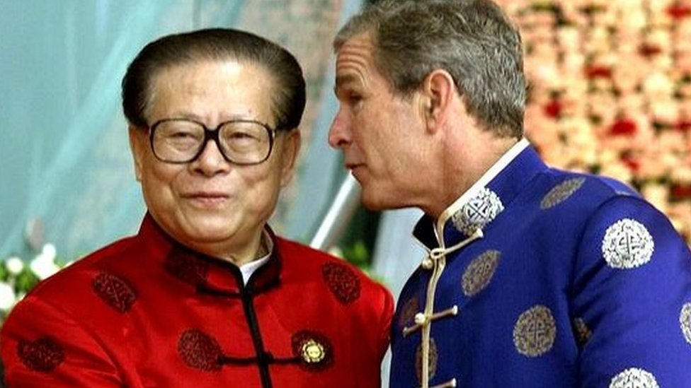 Bush, George W. shakes hands with Jiang Zemin at start of the leaders dialogue at the APEC summit in Shanghai