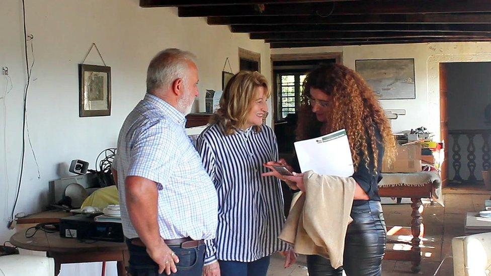 روزي كوستويا مع مشترين