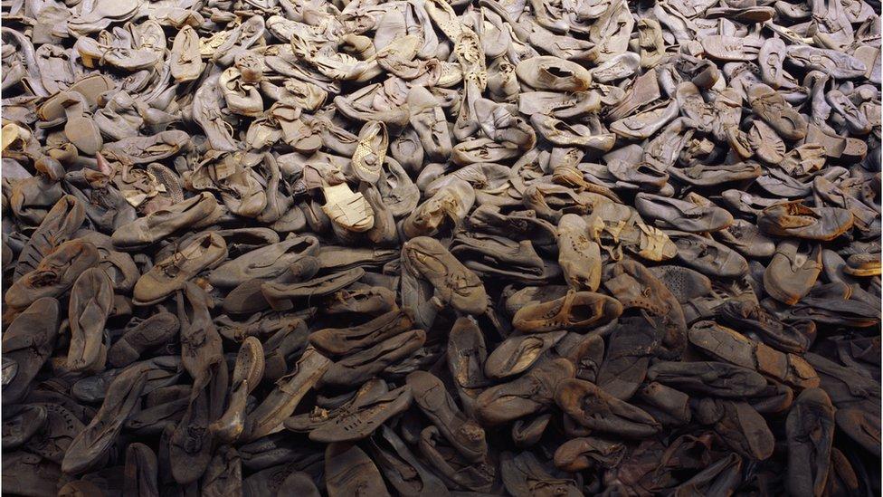 Zapatos de víctimas del Holocausto.