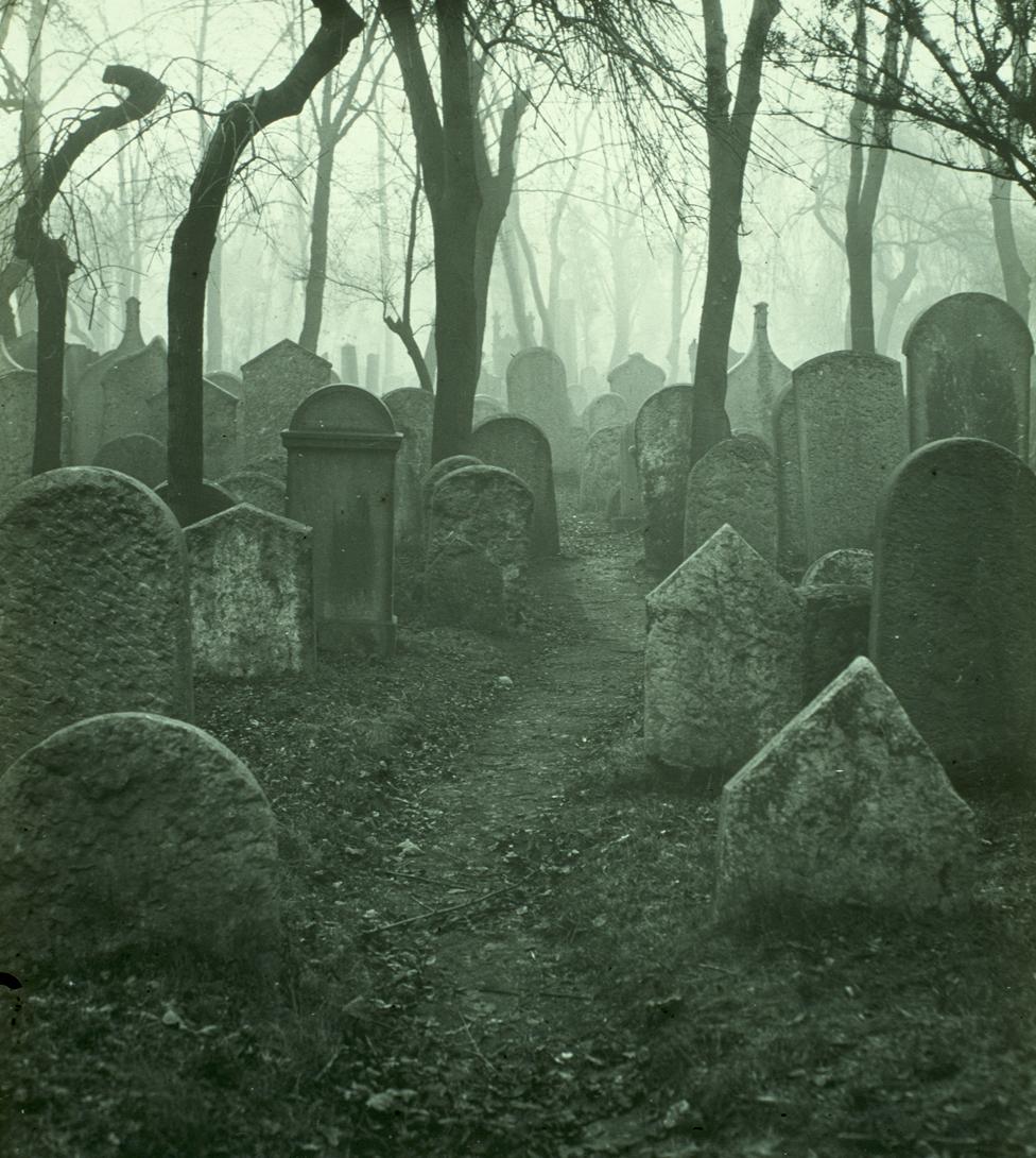 Staro jevrejsko groblje u Pragu 1904. godine (Šoflerova kolekcija)