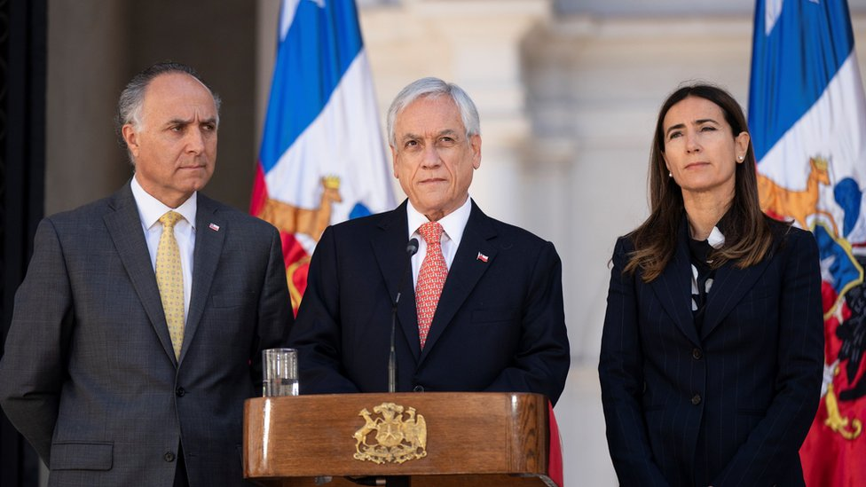 Sebastián Piñera, accompanied by Minister of the Environment Carolina Schmidt and Foreign Minister Teodoro Ribera