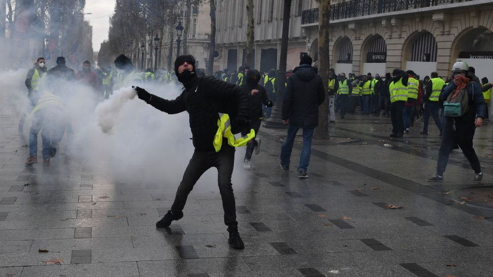 صورة من المظاهرات التي تشهدها العاصمة الفرنسية باريس