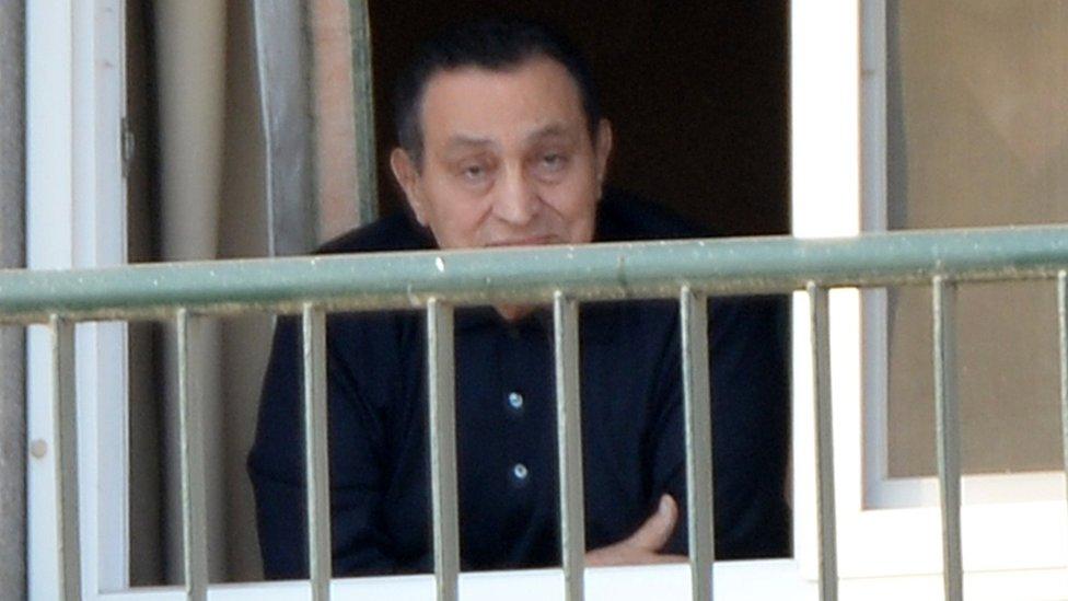 مبارك أخلي سبيله منذ فترة
