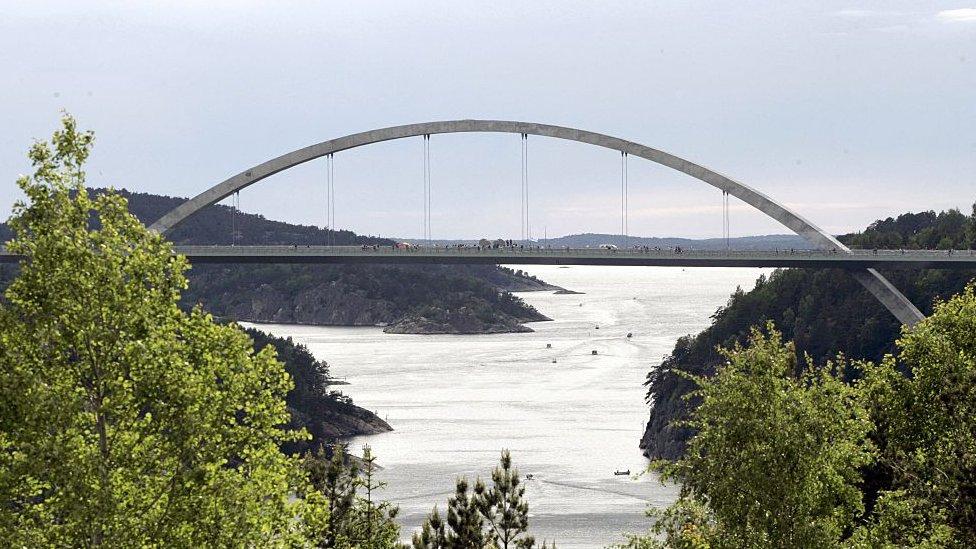 El puente de Svinesund es un paso fronterizo entre Suecia y Noruega.