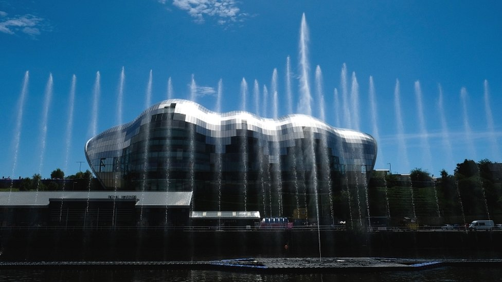 Boat puts Great North Water Sculpture out of action