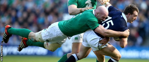 Paul O'Connell tackles Stuart Hogg