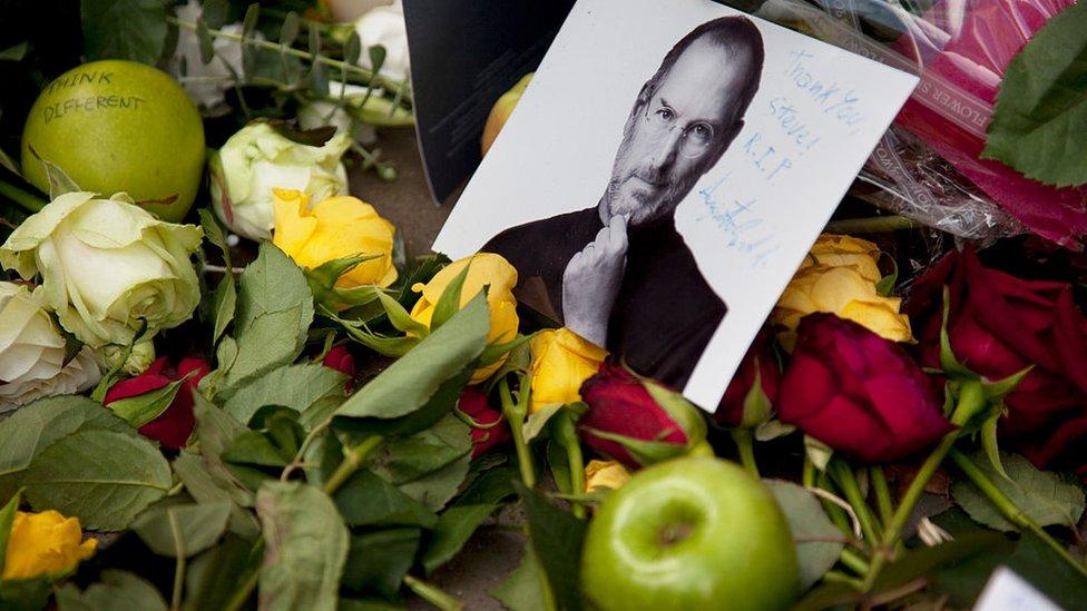 Triputo Steve Jobs.
