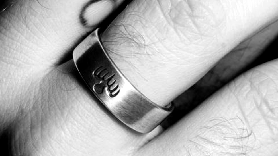 Sam Smith tweets a picture of a ring with the Spectre logo
