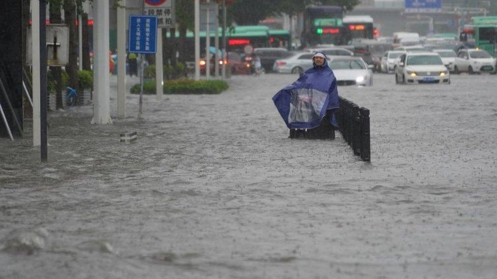 أجلي أكثر من عشرة آلاف شخص في مقاطعة خنان جراء الفيضانات