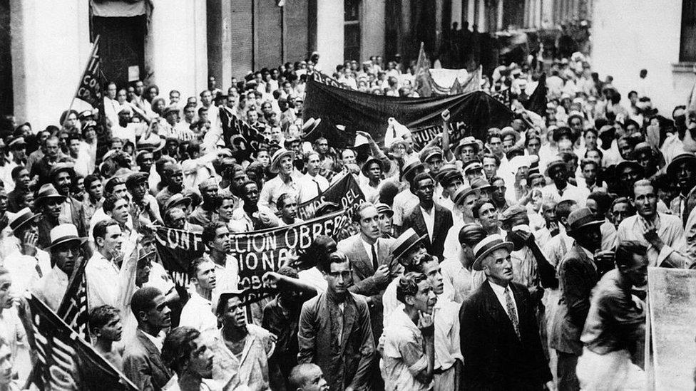 Marcha de cubanos en La Habana contra el imperialismo estadounidense en 1933.