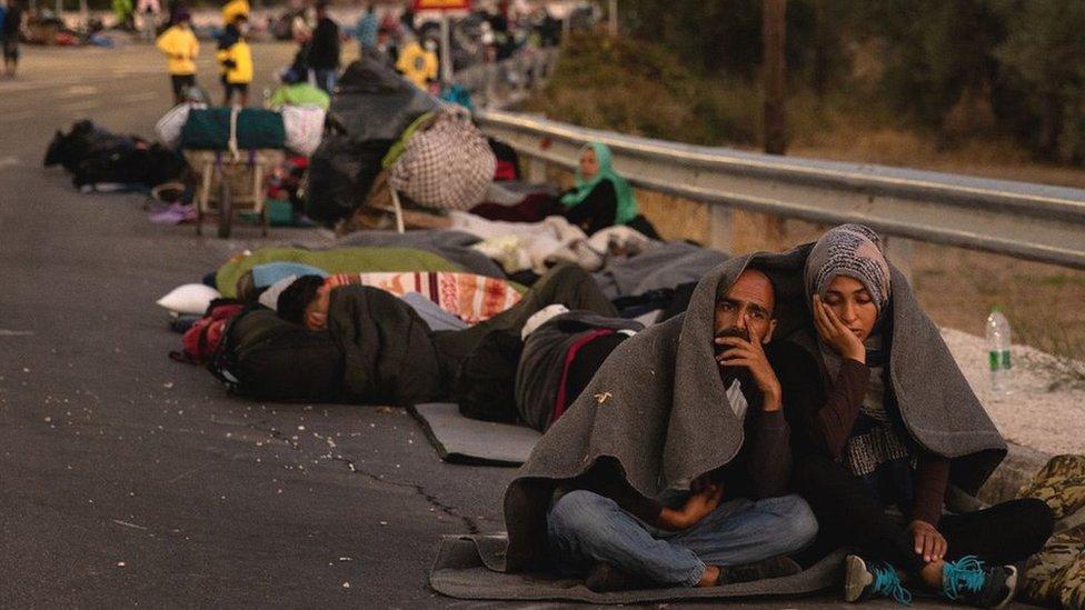Migrantes durmiendo a la intemperie después de huir del campamento de Moria, 10 de septiembre de 20