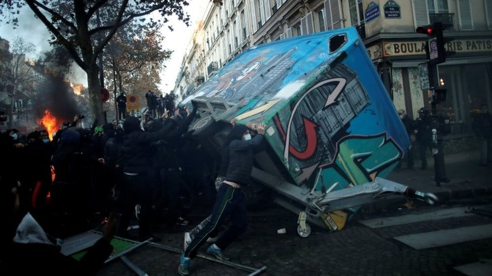 Demonstrators try to overturn a trailer in Paris. Photo: 28 November 2020
