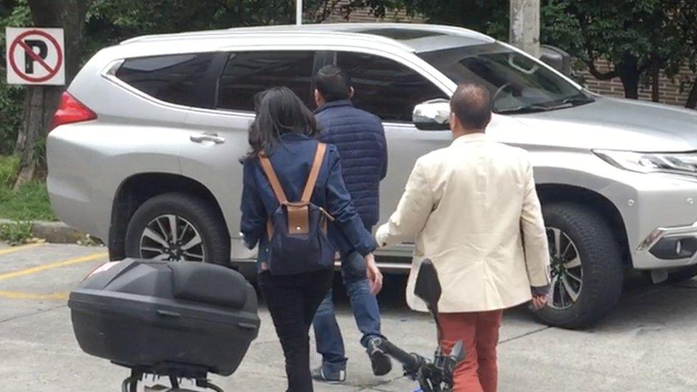 Ahora Diana López se moviliza todos los días con escolta y en auto blindado.