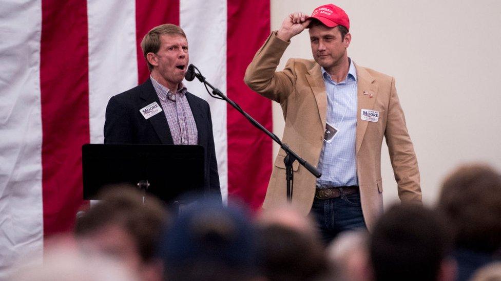 Paul Nehlen, a la derecha, en un evento de campaña en 2017.