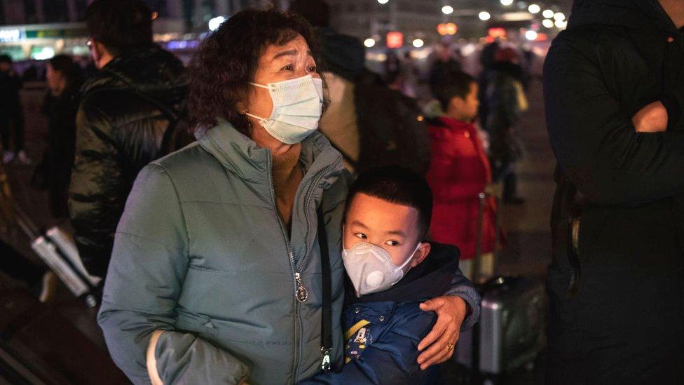 Новый коронавирус: уже больше 400 заболевших, власти советуют не ездить в Ухань